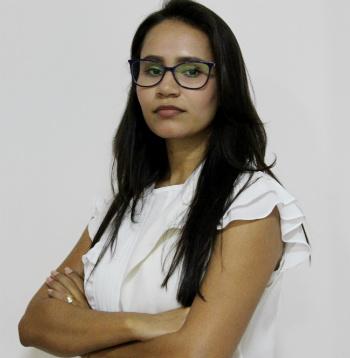 Dra. Camila Torres de Almeida