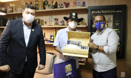 PRESIDENTE DA ASSEGO RECEBE VISITA DO SECRETÁRIO DE GOVERNO, ERNESTO ROLLER